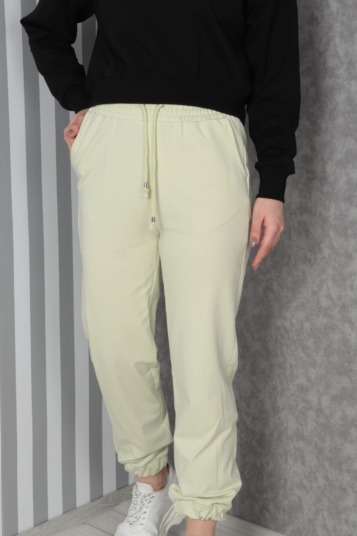 women pants-Light green