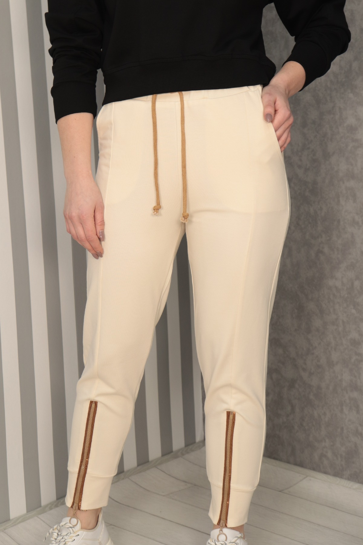 women pants-Beige